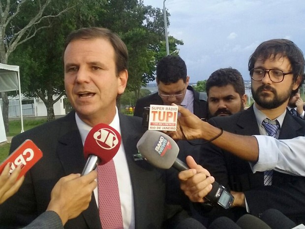O prefeito do Rio de Janeiro, Eduardo Paes, concedeu entrevista no Palácio da Alvorada, em Brasília (Foto: Gustavo Garcia/G1)