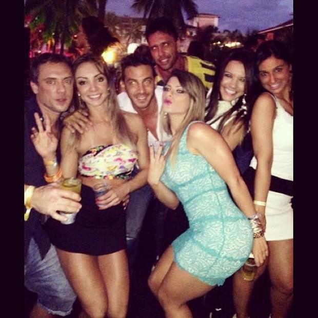 Babi Rossi e amigos em festa (Foto: Instagram / Reprodução)