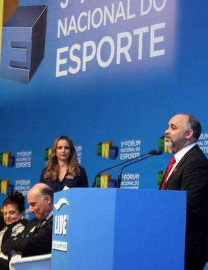 Ministro George Hilton no Fórum Nacional do Esporte (Foto: Divulgação/Ministério do Esporte)