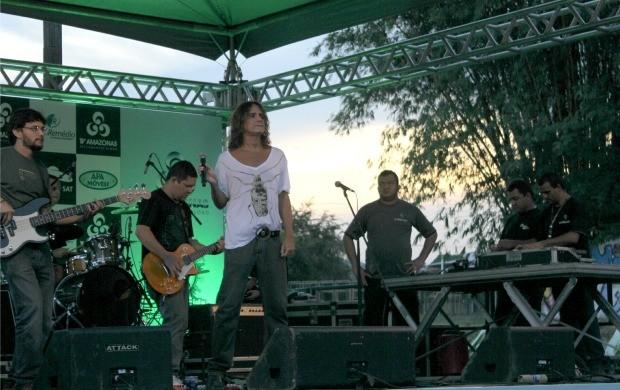 Banda Official 80 se apresentou no evento (Foto: Marcos Dantas)