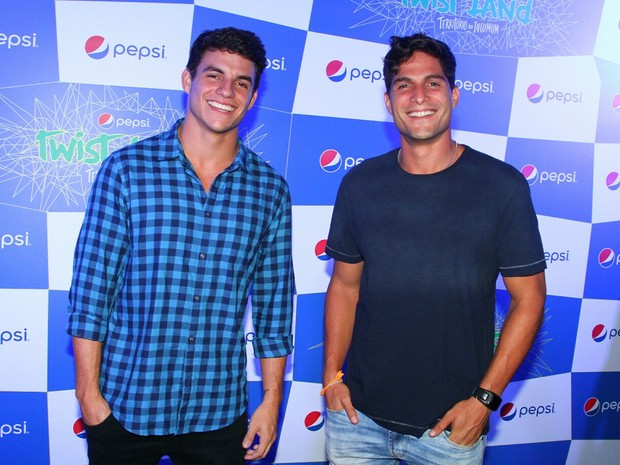 Ex-BBBs Antonio e Andre Martinelli em evento no Centro do Rio (Foto: Anderson Borde/ Ag. News)