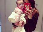 Vera Viel posta foto agarradinha com a filha