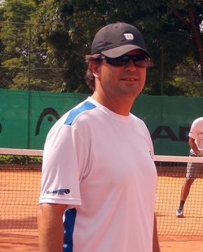 O técnico Leandro Afini durante treino da equipe que comanda em São José dos Campos (Foto: Danilo Sardinha/Globoesporte.com)