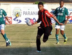 Volante Deivid, do Atlético-PR, contra o Goiás (Foto: Divulgação/Site oficial do Atlético-PR)