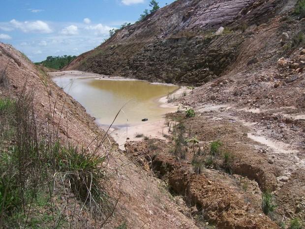 Este trecho da BR-010, no Tocantins, formou um piscinão (Foto: Divulgação/Movimento Pró-BR-010)