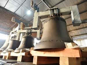 Sinos fabricados na Holanda estão expostos na Basílica de Nossa Senhora Aparecida (Foto: Thiago Leon/ Santuário)