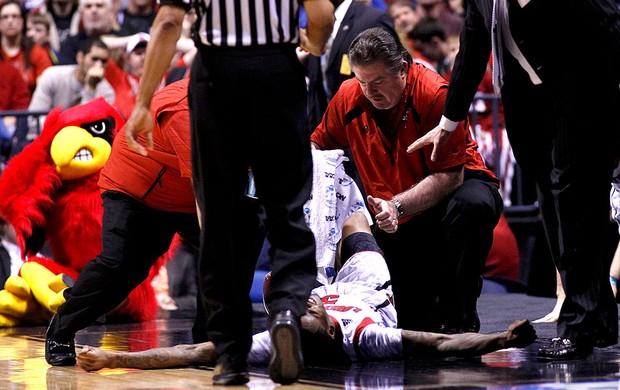 Kevin Ware lesão basquete NCAA (Foto: Reuters)