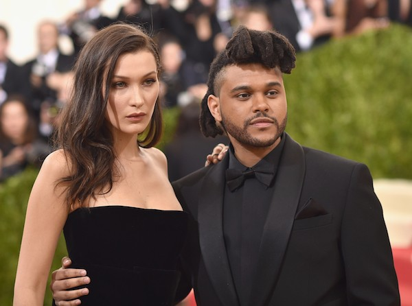 Bella Hadid com The Weeknd (Foto: Getty Images)