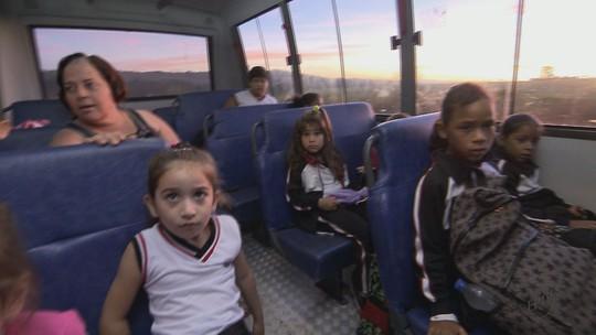 Escola rural fecha e alunos viajam 30 km para estudar em Pirassununga, SP