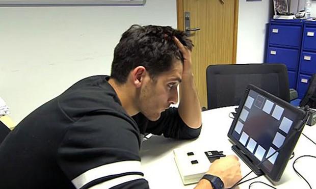 O repórter da BBC participou de testes na Universidade de Cambridge com o uso do medicamento  (Foto: BBC)