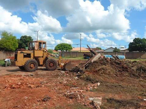 Máquinas limparam terreno em Igaraçu do Tietê (Foto: Alex Parente / arquivo pessoal)