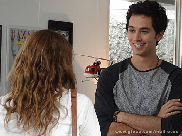 Anita e Ben se esbarram, por acaso, em uma loja de Miami (Foto: Malhação / TV Globo)