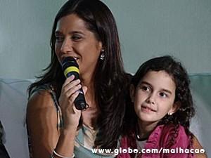 Patrícia e a enteada durante coletiva de imprensa (Foto: Malhação / TV Globo)