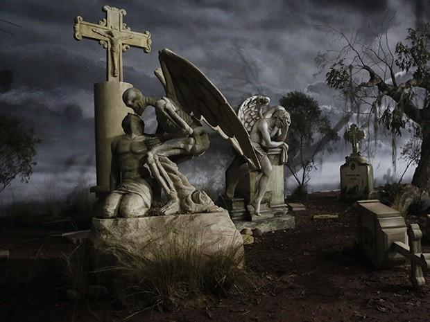 Cenário de 'Amorteamo' retrata um cemitério (Foto: Ellen Soares / Gshow)