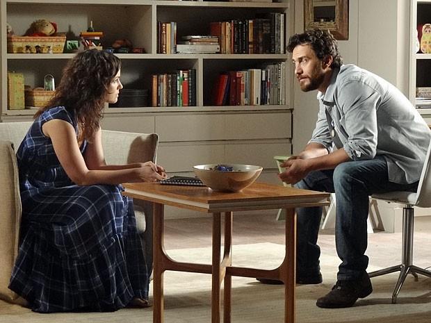 Rodrigo troca o nome de Elisa pelo de Miriam (Foto: Amor Eterno Amor/TV Globo)