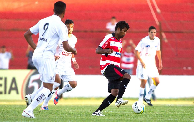 Thiago no jogo Linense e Bragantino (Foto: José Luis Silva / Agência Estado)