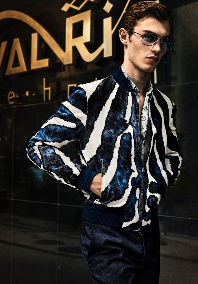 Kit Butler na Vogue Hommes 2017 (Foto: Mario Testino)