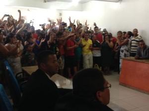 Câmara de Vereadores ficou lotada de pessoas que defendem o vereador (Foto: Valeska Lippel / TV Santa Cruz)