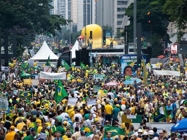 SÃO PAULO - Manifestação reúne muita gente na Avenida Paulista (Foto: Alexandre Moreira/G1)