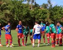 Sem Hernane e Zé Roberto, elenco do Bahia tem treino técnico no Fazendão