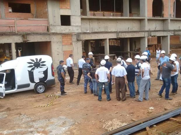 Carpinteiro morreu no local e nem chegou a ser socorrido pelo Samu (Foto: Edijan Del Santo/EPTV)