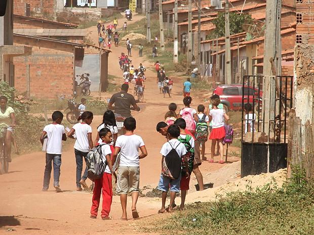 Crianças são liberadas cedo por falta de merenda em Bom Jardim, MA (Foto: Biaman Prado / O Estado)