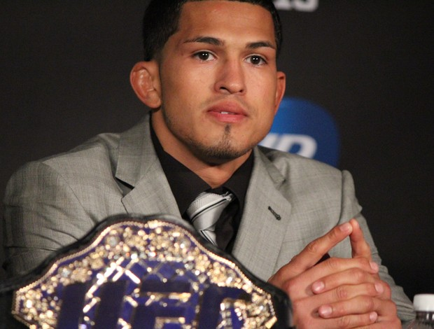 Anthony Pettis coletiva UFC 164 (Foto: Evelyn Rodrigues)
