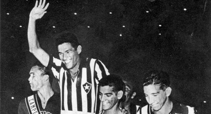 garrincha comemora com o botafogo (Foto: Agência Globo)