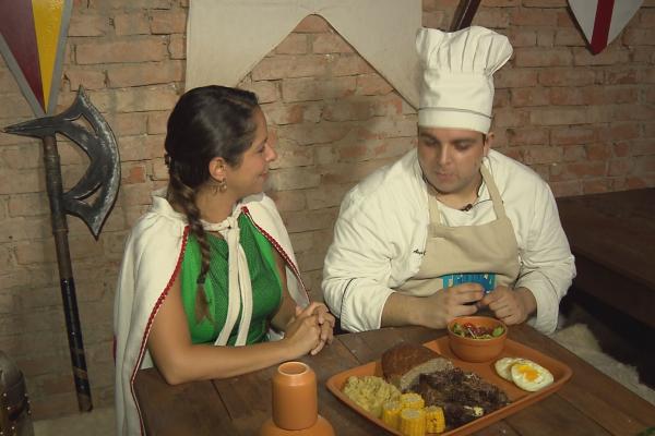 Roberta Campos mostra, na Hora do Rancho, uma receita especial de costela desfiada.  (Foto: Divulgação EPTV)