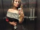 Andressa Urach faz biquinho e posta foto 'encabelada' no elevador