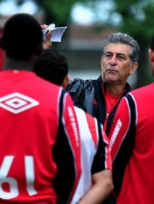 Ricardo Drubscky, técnico do Atlético-PR, conversa com o grupo (Foto: Gustavo Oliveira/Site oficial do Atlético-PR)