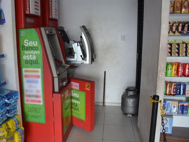 Apenas um dos dois caixas foi violado pelo criminosos em Santa Rita, na Para�ba (Foto: Walter Paparazzo/G1)