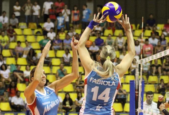 Fabíola e Thaísa foram destaques da vitória do Osasco sobre o Brasília pela Superliga feminina de vôlei (Foto: Alexandre Arruda/CBV)