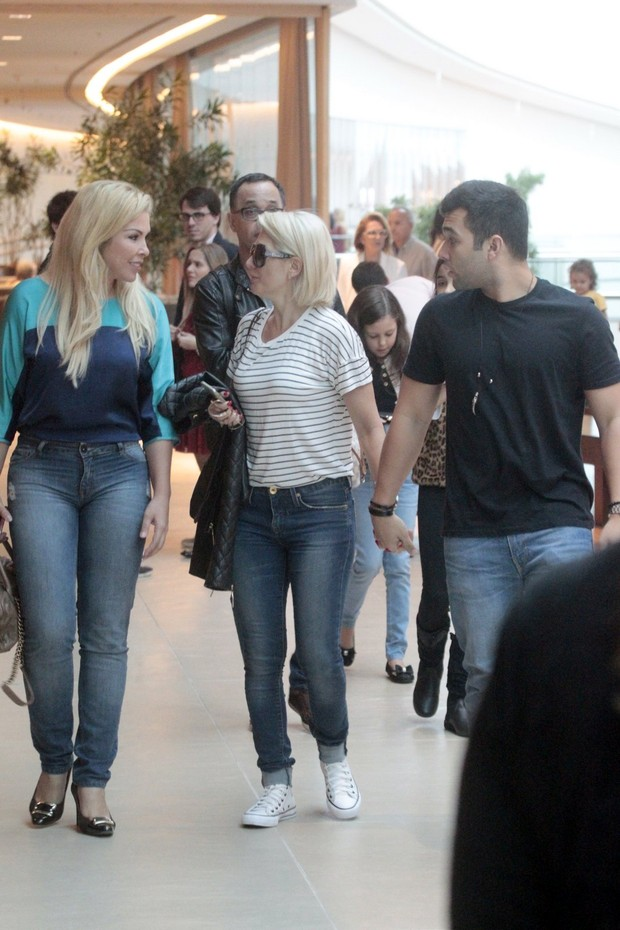 Antonia Fontenelle, Jonathas e Verônica Costa  (Foto: Wallace Barbosa/AgNews)