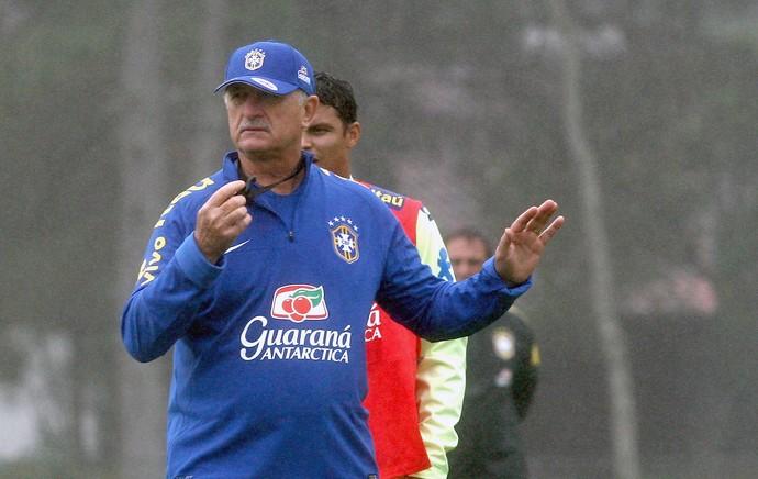 Felipão no treino da Seleção (Foto: Mowa Press)