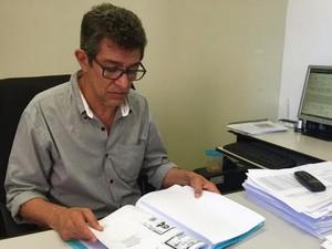 Delegado apreendeu documentos falsos com suspeito (Foto: Graziela Rezende/G1 MS)