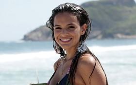 Haja saúde! Bruna Marquezine esbanja boa forma em gravação na praia
