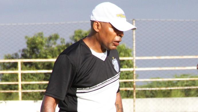 Júlio Aranha, preparador de goleiros (Foto: Magnus Menezes / Jornal da Paraíba)