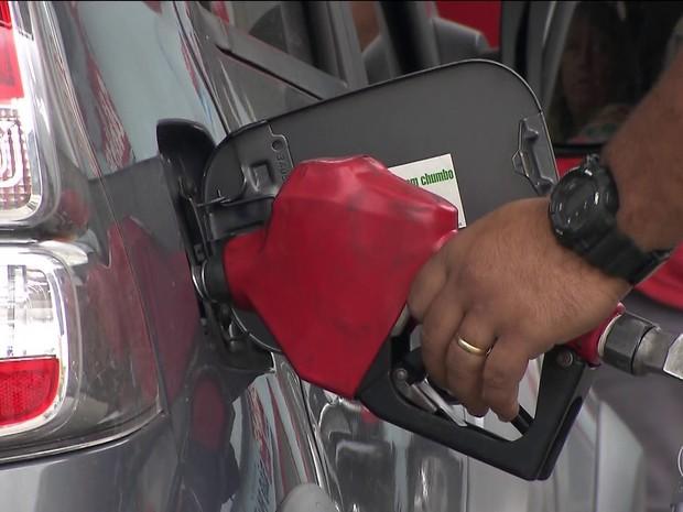 Petrobras reduz preço da gasolina nas refinarias (JN) (Foto: Globo)