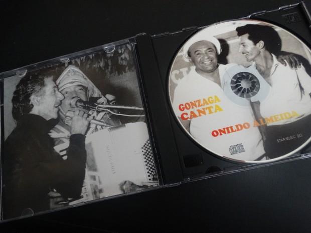 Onildo produziu um CD nomeado Gonzaga canta Onildo Almeida com todas as músicas que o Rei do Baião gravou do caruaruense (Foto: Joalline Nascimento/G1)
