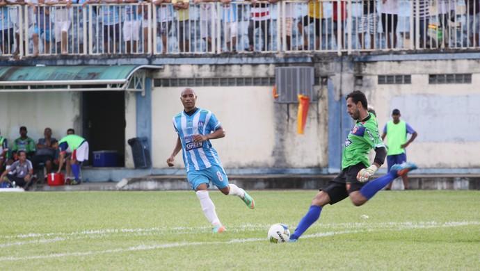Wagner fez grandes defesas na partida (Foto: Pâmela Fernandes)
