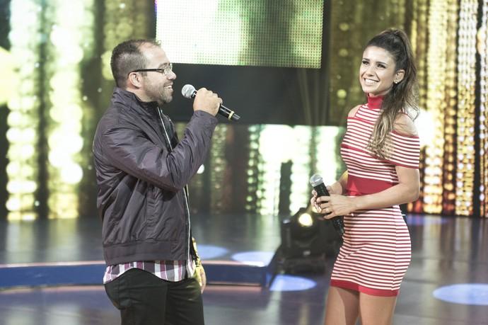 Paula Fernandes com Nivaldo Fernandes, com quem competiu em um concurso há muitos anos (Foto: Renato Rocha Miranda/TV Globo)