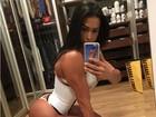Gracyanne Barbosa mostra seu 'bumbum na nuca' em pose sensual