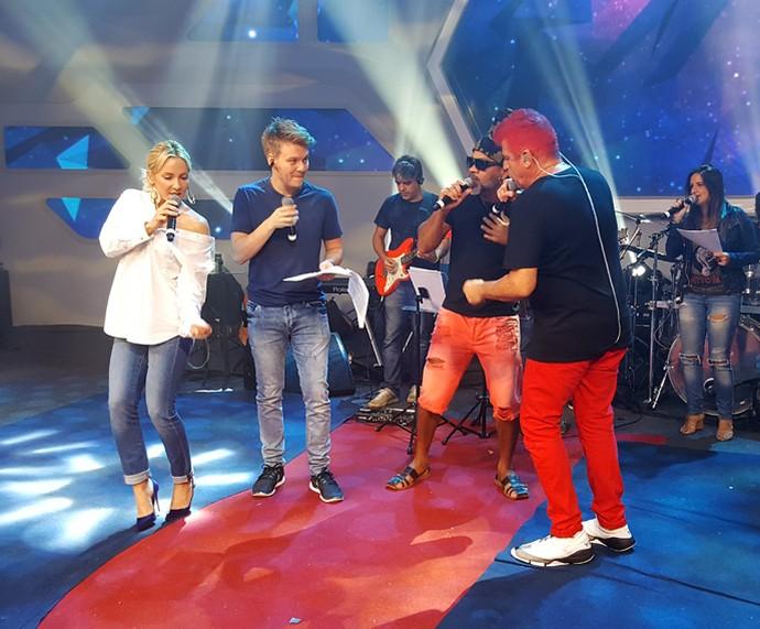 Os técnicos soltaram a voz durante o ensaio (Foto: Raquel Gonzales/Gshow)