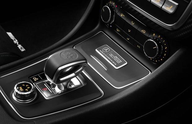 Mercedes lança edição especial do A45 AMG em homenagem aos títulos na F1 (Foto: Divulgação)