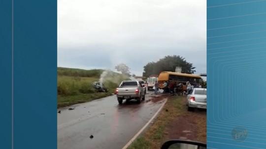 Acidente entre carro e ônibus causa uma morte e deixa 5 feridos em Jeriquara, SP