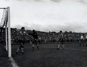grêmio inauguração olímpico 1954 grêmio nacional gol (Foto: Divulgação/Memorial Herminio Bittencourt)