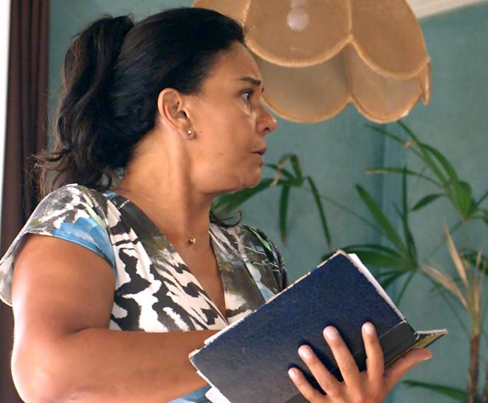 Vanda avisa que ele não pode nem pensar em faltar (Foto: TV Globo)