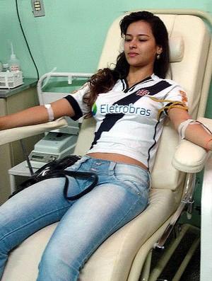 Marcela Castro Doação Sangue (Foto: Divulgação/Movimento Vascaíno é Sangue Bom)