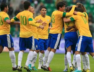 paulinho brasil x japão (Foto: AFP)